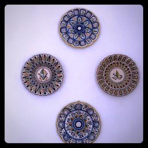 Decorative ceramic plates (set of 4)
